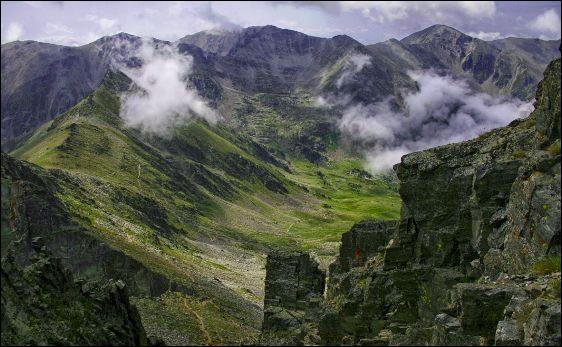 Les Celtes sont là vers - 500 et seront conquis par les Romains (-128) : la région est déjà convoitée pour ..., notamment sur le versant nord du pic .... tout proche !