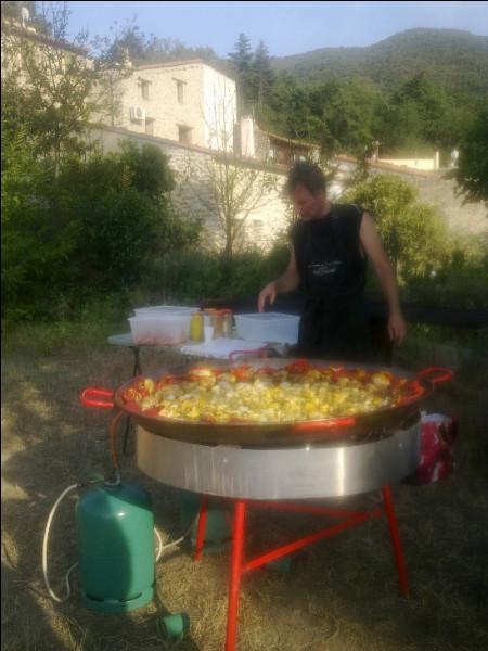 Autre rituel : la fête annuelle du village. Quand il y en a pour 176 habitants, il y en donc pour ...
