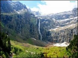 Voilà encore une belle excursion ! Après quelques heures de montée dans la caillasse, vous découvrirez cette vue paradisiaque : le cirque de Gavarnie avec sa cascade et la fameuse brèche de Roland... Quel département renferme cette merveille de la nature ?