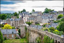 Avec son viaduc, son vieux port, ses ruelles pavées, ses maisons à colombages et ses remparts, cette petite ville est à mon sens la plus charmante de France.Quelle est cette sous-préfecture des Côtes-d'Armor qui a gardé son atmosphère médiévale ?
