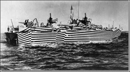 Durant la Première Guerre mondiale, pour empêcher l'ennemi de pouvoir estimer la distance à laquelle se trouvait ses bateaux de guerre, une nation a décidé de les peindre de façon à tromper leurs yeux : laquelle ?(Indice : ce pays n'est plus européen)