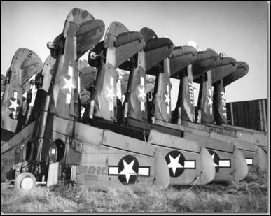 Après la Seconde Guerre mondiale, tous les avions militaires endommagés ont été stockés en ligne, les uns contre les autres, pour gagner de la place. De quelle façon seront-ils détruits ?