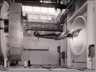 Lorsqu'il n'y avait pas encore d'ordinateurs aux logiciels avancés, quel mécanisme les militaires utilisaient-ils pour vérifier la bonne marche d'un avion ?