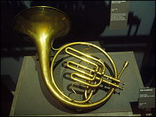 A quelle famille d'instruments le cor en fa appartient-il ?