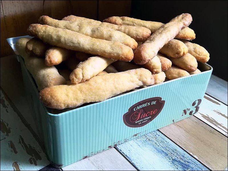 De quelle ville nous vient la zézette, délicieux biscuit saupoudré de sucre cristal, de forme allongée (10 cm) très croustillante ?