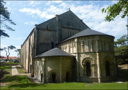 C'est à Soulac, près de Bordeaux que nous admirons cette basilique, inscrite au patrimoine mondial de l'UNESCO, quel nom porte-t-elle ?