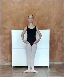 Quelle est cette position de bras ?