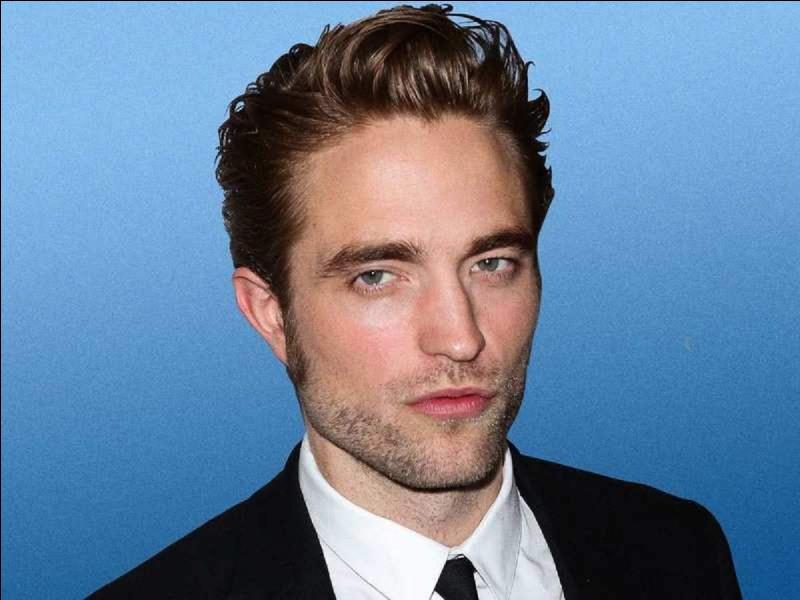 Robert Pattinson joue le personnage de :