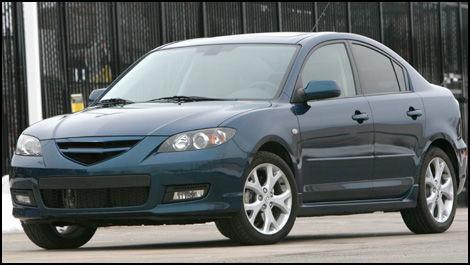 Chez les Nippons, le nom des voitures peut être vraiment simple à l'image de cette berline compacte. Comment s'appelle-t-elle ?