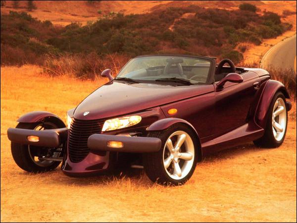 Voiture américaine avec un style très atypique. Ce cabriolet à l'air d'un hot road moderne mais il n'a pas fait l'unanimité. Comment s'appelle cette voiture ?