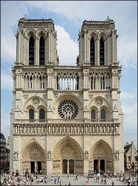 En première place arrive la cathédrale Notre-Dame de Paris ! Sauriez-vous me donner la date de son tragique incendie ayant bouleversé les quatre coins du globe ?