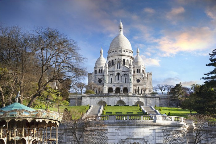 Puis, en deuxième place, arrive la basilique du Sacré-Cœur ! À quelle altitude domine-t-elle Paris ?