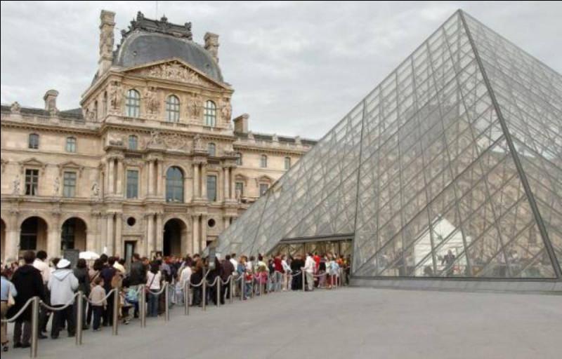 En troisième place, nous retrouvons le musée du Louvre ! Laquelle de ces œuvres ne pouvez-vous pas admirer en ses lieux ?