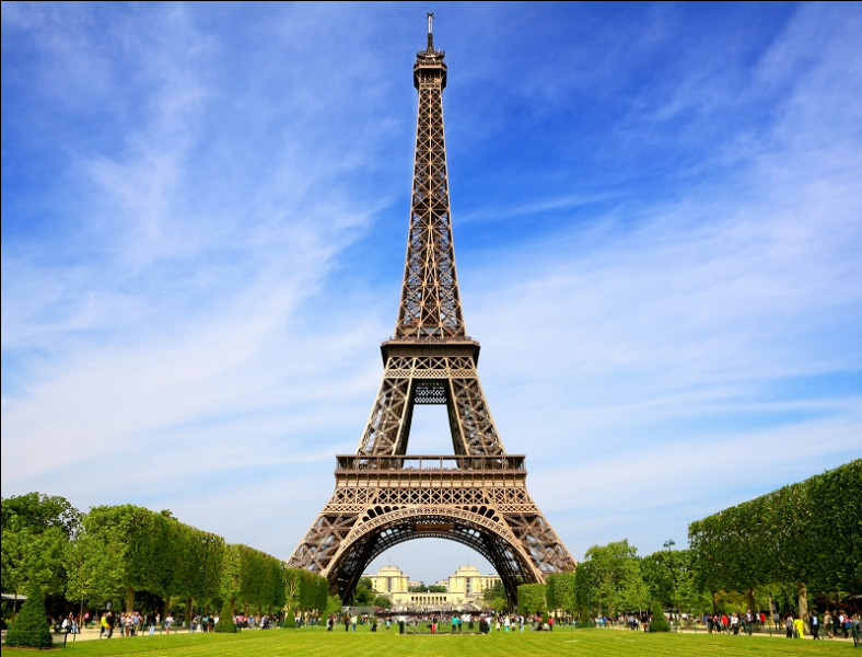 Nous retournons à Paris et retrouvons enfin la tour Eiffel, qui arrive en cinquième position ! Quelle est sa hauteur ?