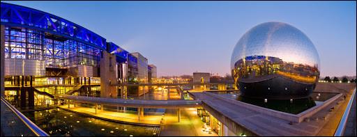 Arrive en huitième place la Cité des sciences et de l'industrie de La Villette ! Quel président de la Ve République l'inaugura ?