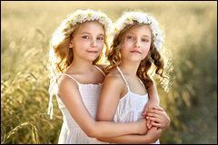 Comment se nomment les deux petites princesses et de quels Royaumes viennent-elles ?