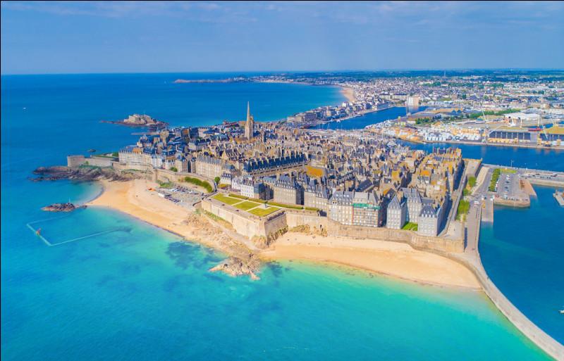 Comment s'appelle cette magnifique ville en bord de mer ?