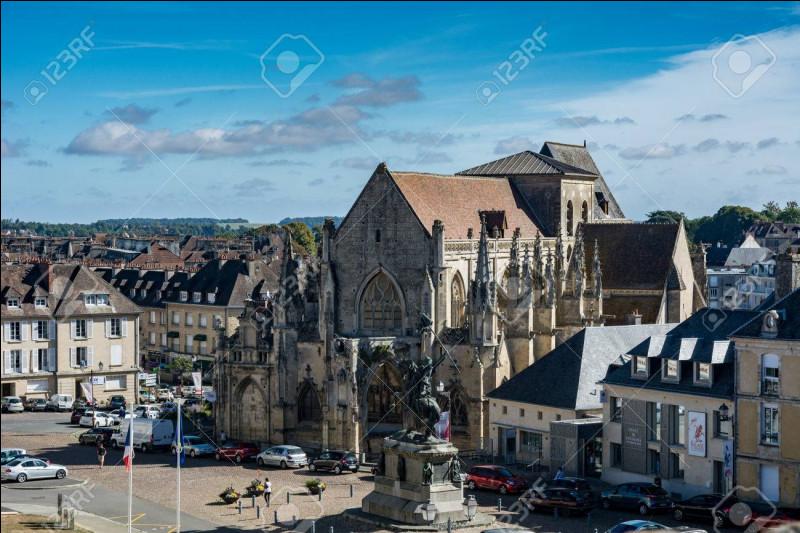 Dans quel département est située la commune de Falaise ?
