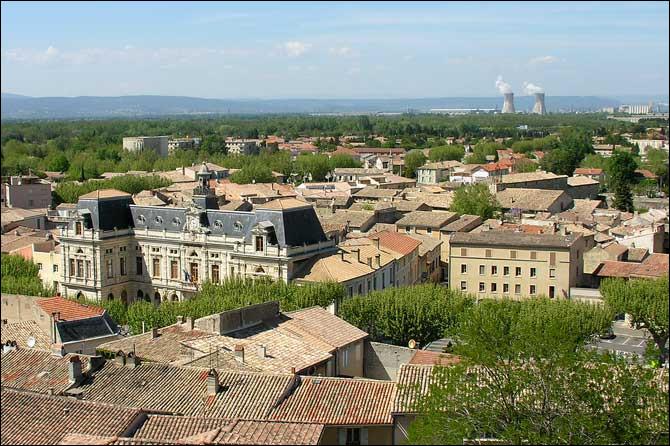 Bol comme Bollène : cette petite ville de Provence est située à la jonction de la Drôme, de l'Ardèche et du Gard. Dans quel département est-elle ?