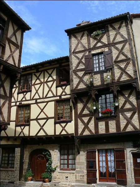 Confirmé par Charles IX en 1569, puis par Henry IV (1594), l'un(e) des premiers [...] de France voit le jour à Billom et fonctionnera jusqu'en [...]