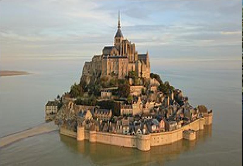 Combien d'habitants compte la commune du Mont-Saint-Michel ?