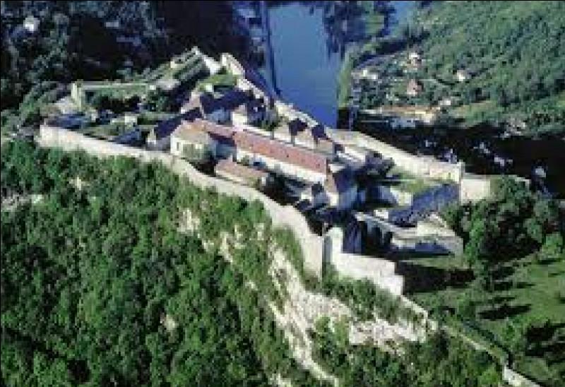 Quel célèbre architecte a conçu la citadelle de Besançon ?