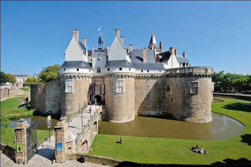 En seizième place arrive le château des ducs de Bretagne, à Nantes ! Quel était son propriétaire initial ?