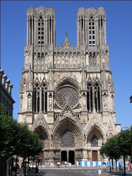 Nous retrouvons en dix-huitième position la cathédrale Notre-Dame de Reims ! Lequel de ces grands rois de France ne s'est pas fait sacrer en ses lieux ?