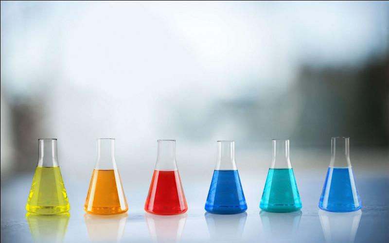 A partir de quel élément chimique des matériaux doivent-ils être fabriqués pour être dissous en présence d'acide fluorhydrique ?