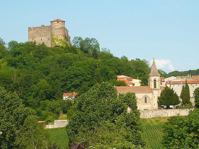 Busséol, un château qui ne dort pas comme en Loire