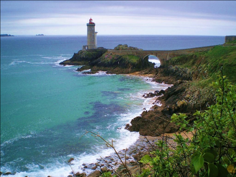 Je m'entends bien avec Simeo, un Breton de souche : quelle est la capitale du Finistère ?