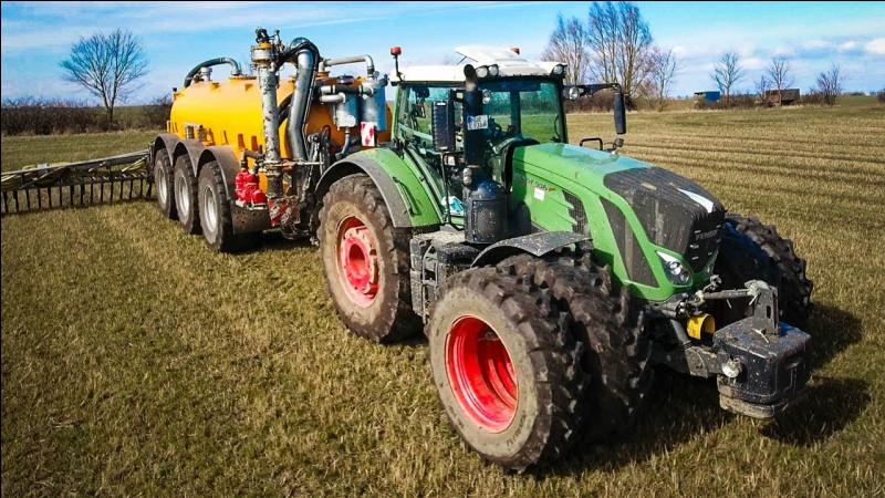 Usvem est un campagnard que j'apprécie également, il m'a dit avoir déjà conduit un tracteur. Sur la route française, avez-vous le droit de dépasser un tracteur en chevauchant une ligne blanche ?