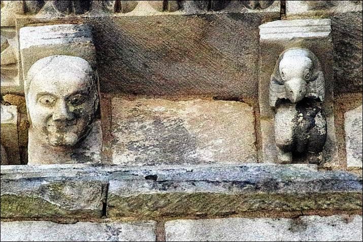 Le premier évêque de Poitiers seigneur de Chauvigny est ... Ier (mort en 1047) : après lui se succèdent plusieurs évêques jusqu'en ....