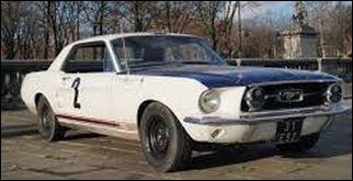 Cette célébrité passionnée de sports mécaniques possédait cette Ford Mustang de 1967, avec laquelle elle fit trois courses. Qui est-ce ?