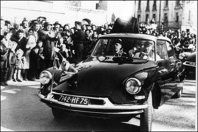 Il affectionnait particulièrement les DS Citroën pour tous ses déplacements. Cette voiture le sauva d'une embuscade. Quel est cet homme politique des année 60 ?