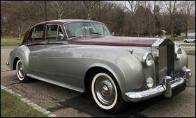 Quel chanteur français de renommée internationale affectionnait les Rolls ?