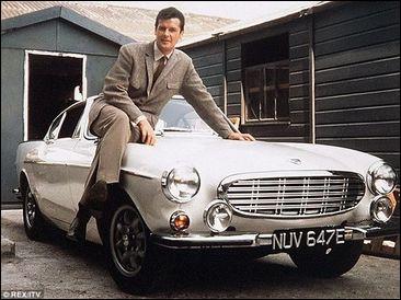 """Dans la série """"Le Saint"""", de 1962, Roger Moore conduit ce beau coupé. Quelle est cette auto ?"""