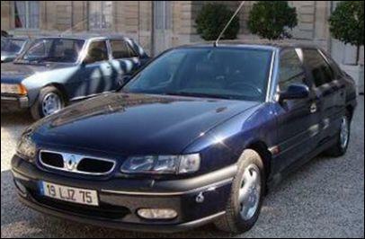 Quel président utilisa cette Renault Safrane V6 Baccara, immatriculée avec un 19, pour ses sorties officielles ?