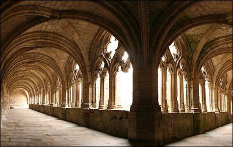 Véritable centre spirituel à l'importance aujourd'hui insoupçonnée, la Chaise-Dieu a rayonné pendant plusieurs siècles sur ... prieurés et monastères, dont certains perdurent !