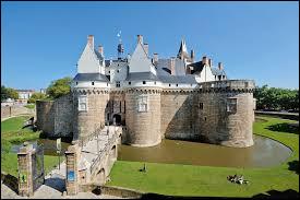 Comment s'appelle le célèbre château de Nantes ?