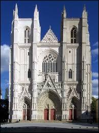 Elle a été victime d'un incendie le 18 juillet. Quelle est cette cathédrale ?