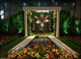 Pour les passionnés de fleurs et de création, nous voici :
