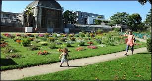 Quel est ce parc situé juste en face de la gare de Nantes ?