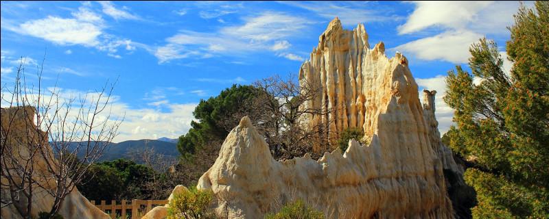 Turquie - Maintenant que nous avons découvert des paysages d'Afrique et d'Amérique en France, nous allons en voir qui proviennent tout droit d'Asie ! Première étape : les Orgues d'Ille-sur-Têt ! Ces roches ressemblent à celles du site historique de Cappadoce. En quelle année ce-dernier a-t-il été inscrit sur la liste de l'UNESCO ?Indice : année de prise de pouvoir en URSS de Mikhaïl Gorbatchev.