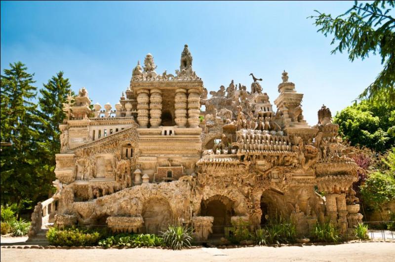 Cambodge - Nous nous rendons maintenant au Palais idéal du facteur Cheval, un palais près d'Hauterives, dans la Drôme. Son architecture est typiquement asiatique et ressemble fortement à celles employées au Cambodge, notamment aux ornements du palais d'Angkor Vat. Ce-dernier se situe au sud-est de la ville de/d'...Indice : une ancienne capitale.