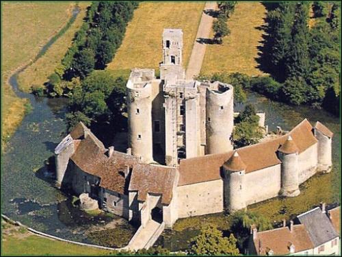 """Mais en quoi Sagonne est-il un """"château du XXe s."""" ?"""