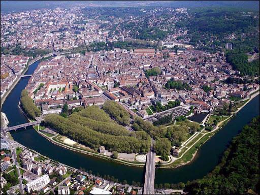 Dans quelle ville pouvons-nous observer cette citadelle ?