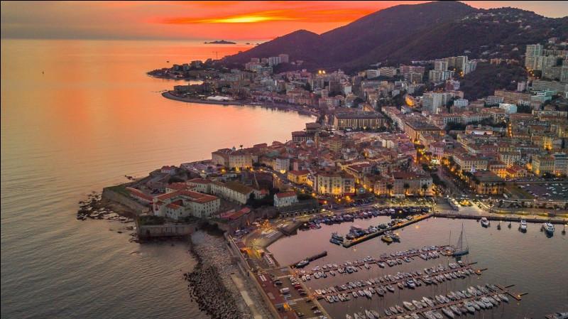 Dans quelle ville Corse cette photo a-t-elle été prise ?