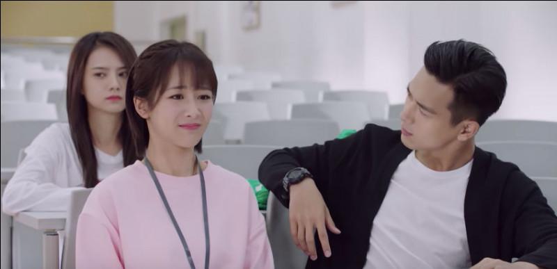 À quel âge Tong Nian est-elle rentrée à l'université ?