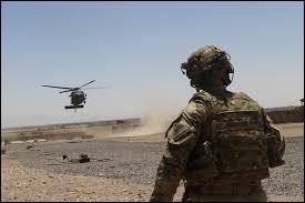 """Que faut-il ajouter au mot """"sol"""" pour obtenir le nom d'un homme servant dans l'armée ?"""